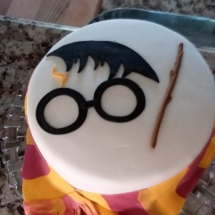 "9"" Harry Potter - Chocolate fudge and chai butter cream"